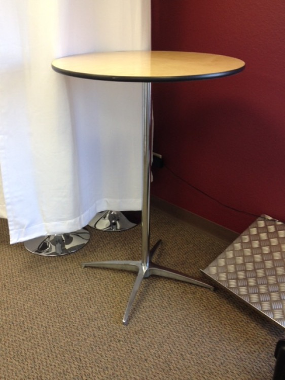 30in Cocktail Table *Stand Up